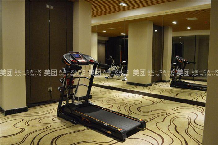 酒店健身房裝修時尚,運動設備齊全